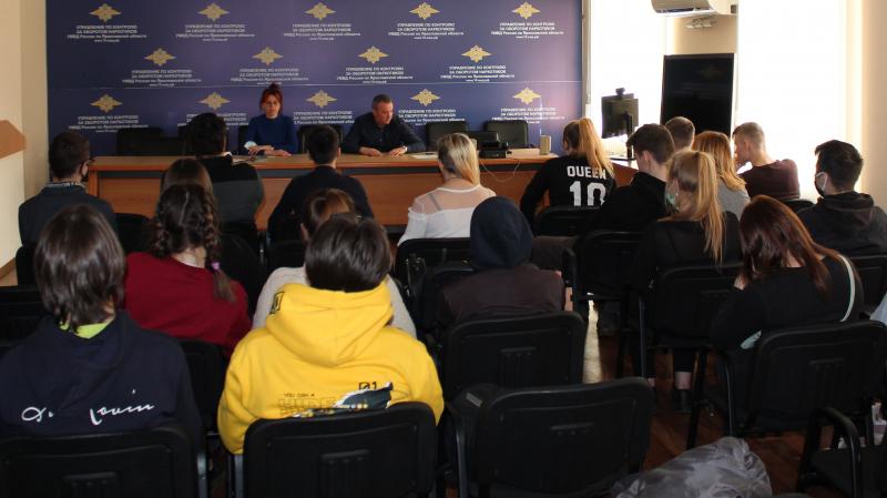 Полицейские в Ярославской области рассказали подросткам о вреде наркотиков