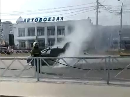 На Силикатном шоссе в Ярославле вспыхнул автомобиль