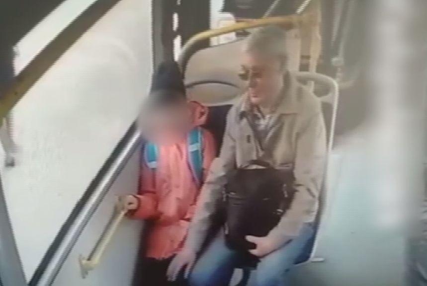В Ярославле задержали пенсионера, который трогал девочку в автобусе