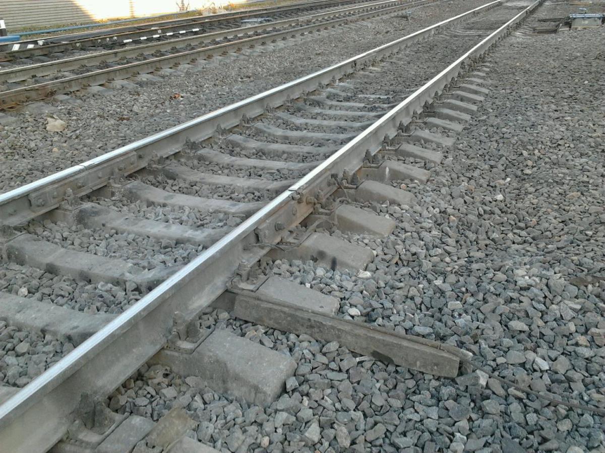 Грузовой поезд врезался в малолитражку в Ярославской области