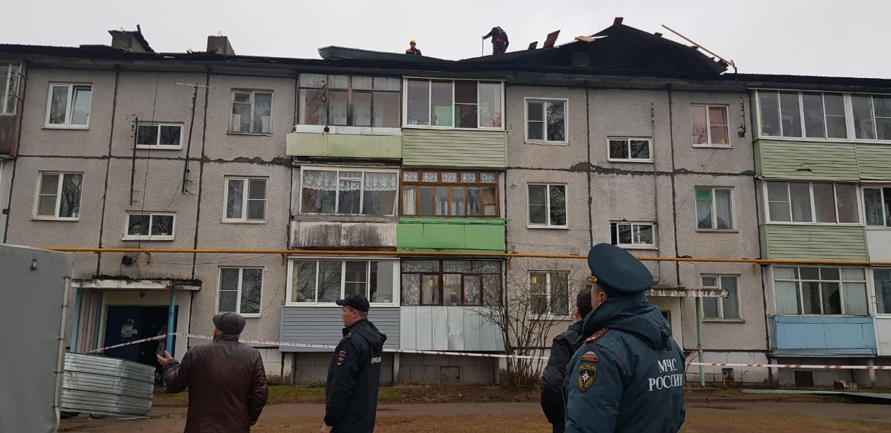 Прокуратура проведет проверку в связи с разрушением ветром крыши дома в Ярославской области