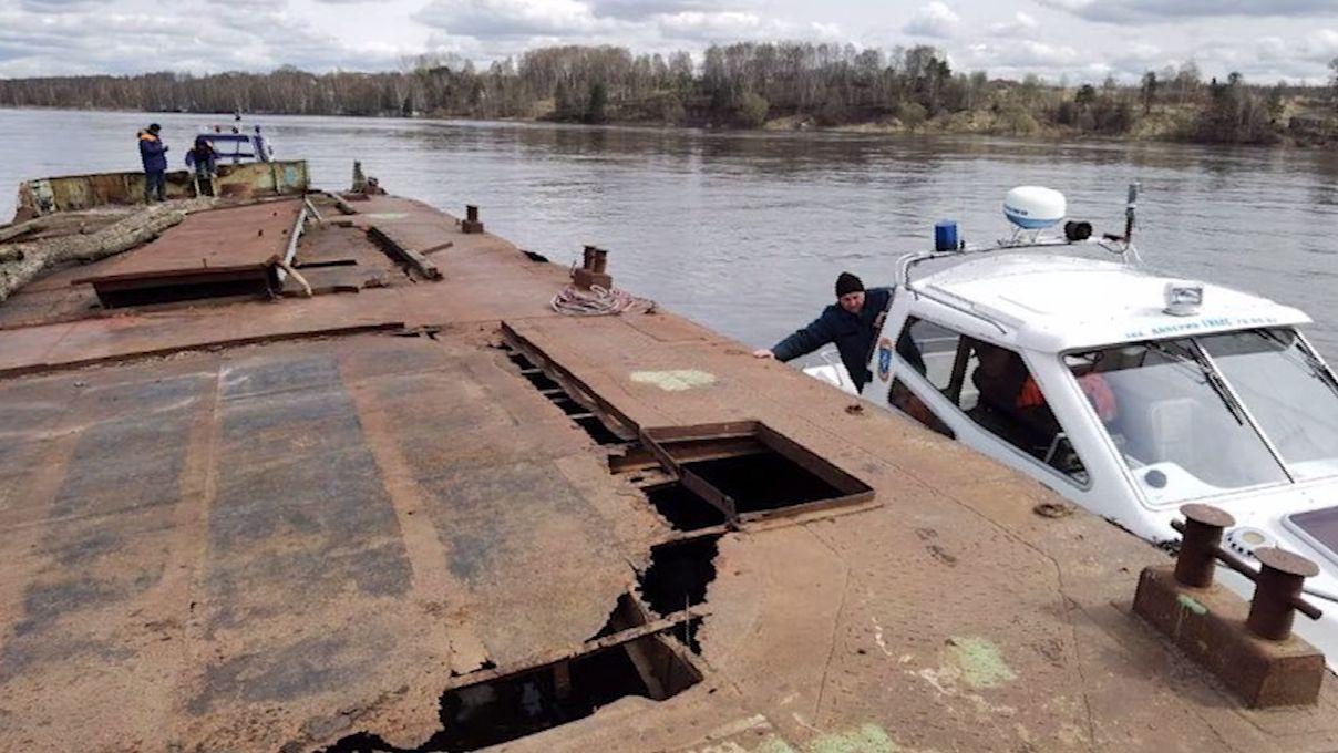 В Ярославской области от берега оторвало дебаркадер
