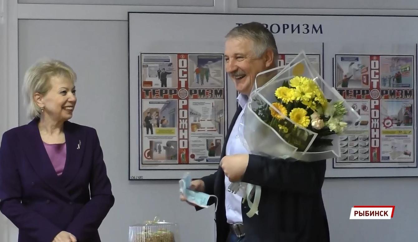 Депутат Лариса Ушакова и мэр поздравили рыбинских фельдшеров скорой с профессиональным праздником