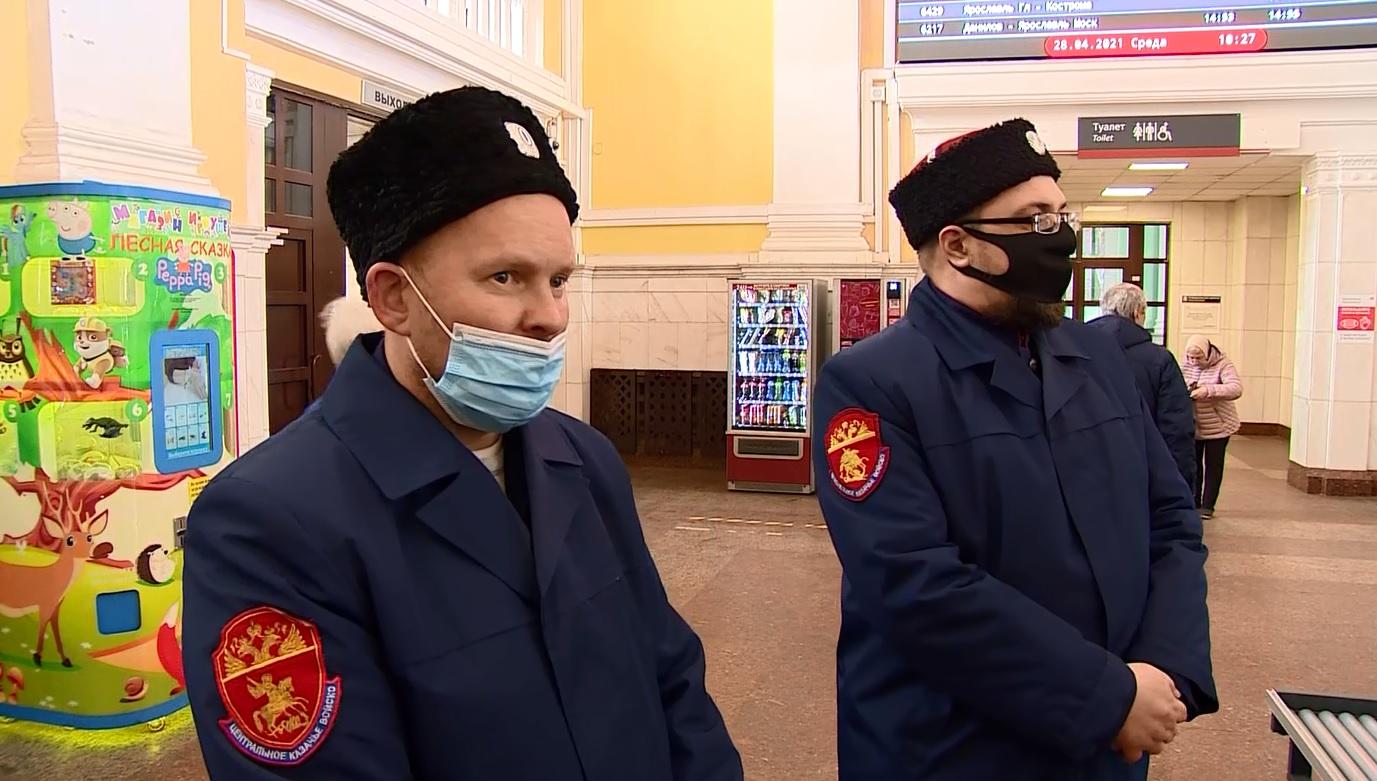 Следить за порядком полицейским в Ярославле помогают казаки