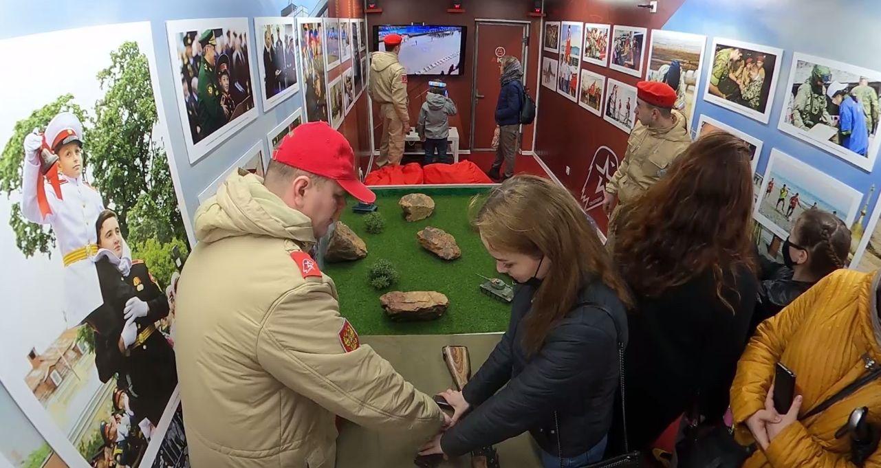 Экспозиция в каждом вагоне: в Ярославль прибыл спецпоезд Минобороны России