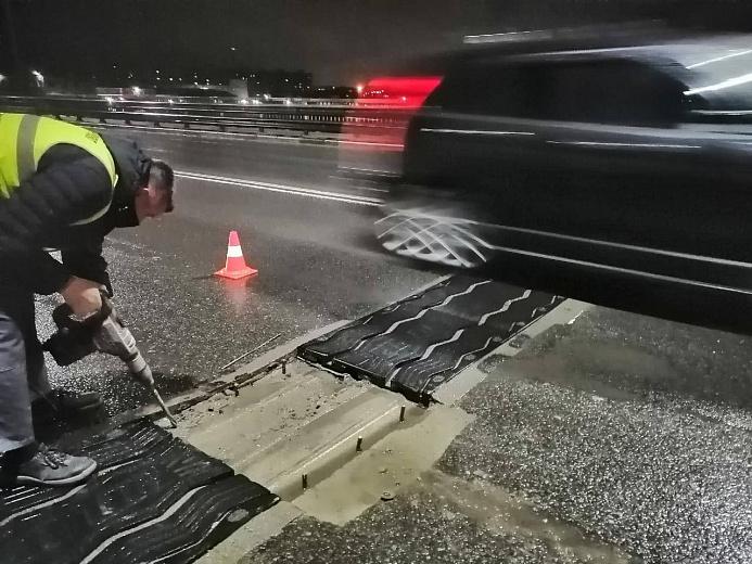 На Октябрьском мосту в Ярославле устранили дефект, приведший к вибрации