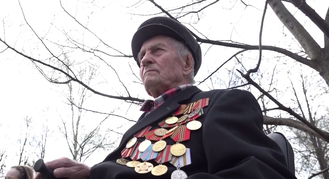 Ярославскому ветерану подарили холодильник: в регионе продолжается акция «Подарки Победителям»