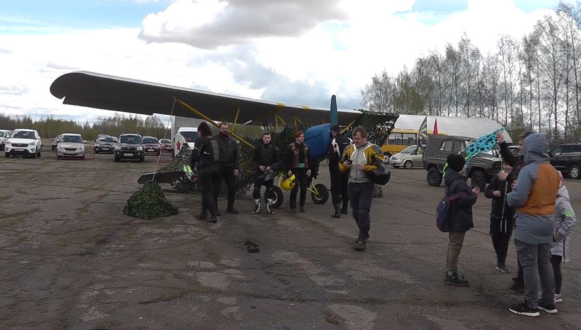Авиамодели военных самолетов поднялись в небо под Ярославлем