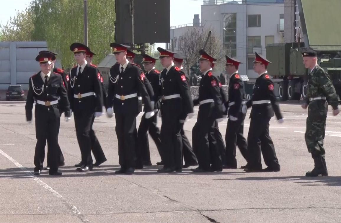 Сезон парадов только начинается: в Ярославле прошли смотры строя и песни среди учеников спецшкол