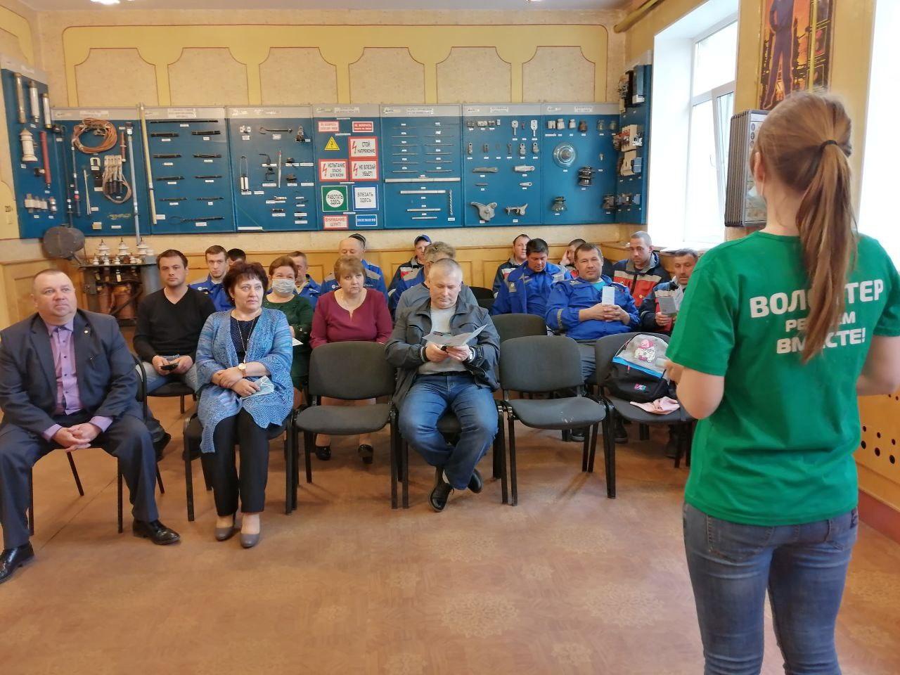 Волонтеры помогают жителям Ярославской области проголосовать за объекты благоустройства