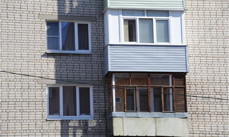 В Ярославле трехлетний ребенок выпал из окна на пятом этаже