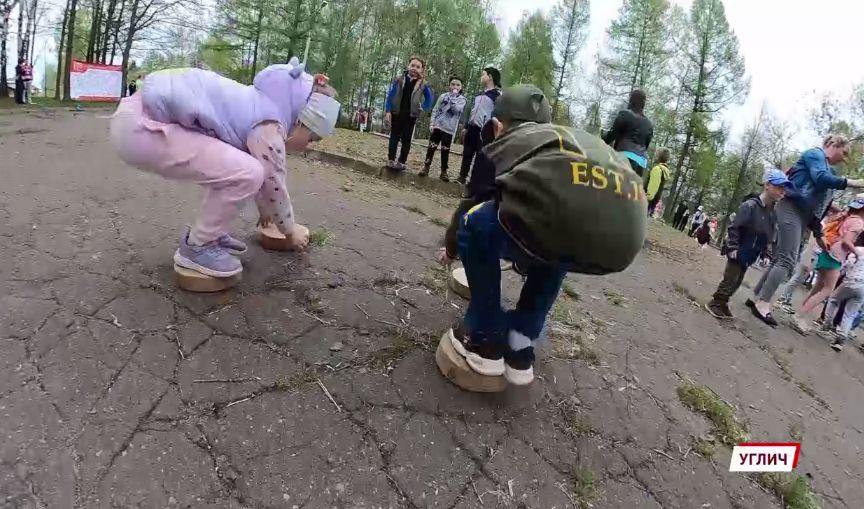 Праздник для малышей прошел в угличском парке, который ждет своего преображения