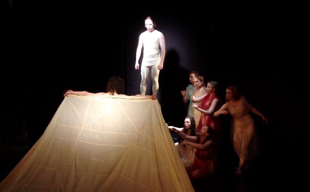 На фестивале в Волковском театре представили свое видение сотворения мира