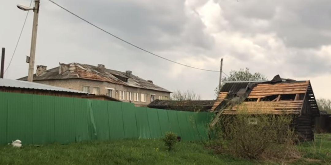 Смерч в городе Ярославской области сорвал крышу с 17-ти домов