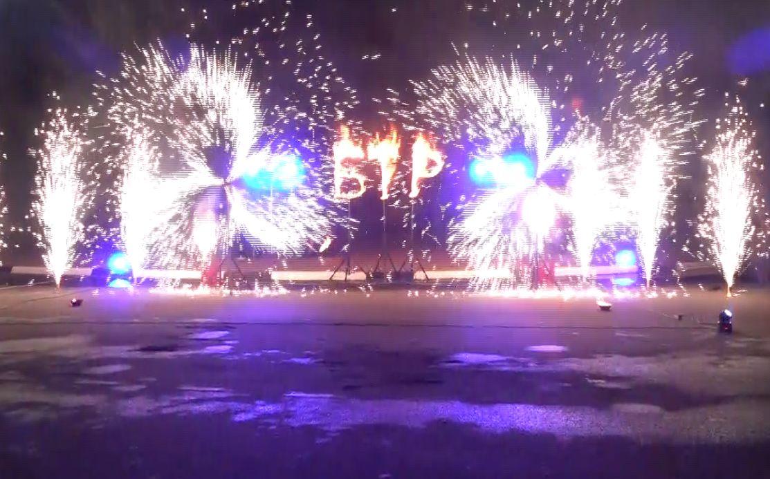 Шествие по центру города и фаер-шоу и завершили фестиваль «Будущие театральной России» в Ярославле