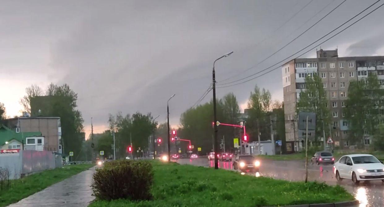 МЧС: в понедельник в Ярославской области ожидается гроза с сильным ветром