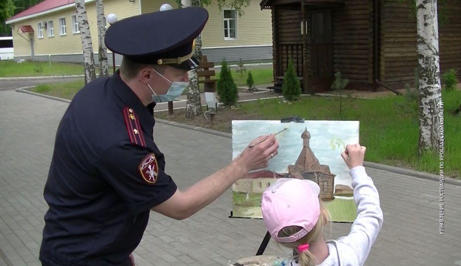 Ярославские росгвардейцы провели мастер-класс по живописи для юной художницы