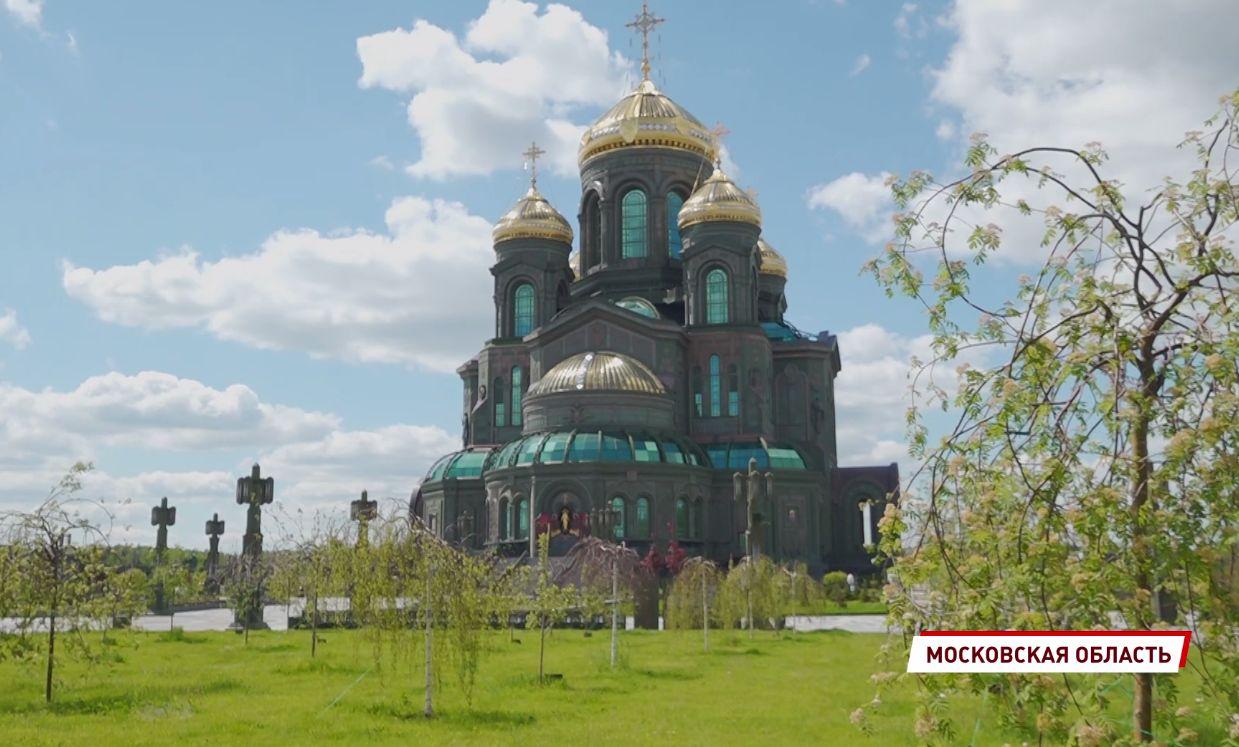 Ярославским ветеранам организовали экскурсию по Храму вооруженных сил России