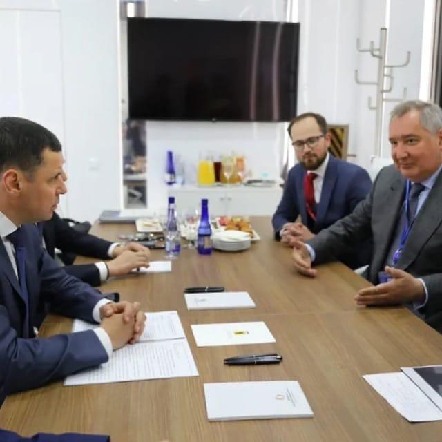Дмитрий Миронов: подписали соглашение с генеральным директором «Роскосмоса» Дмитрием Рогозиным