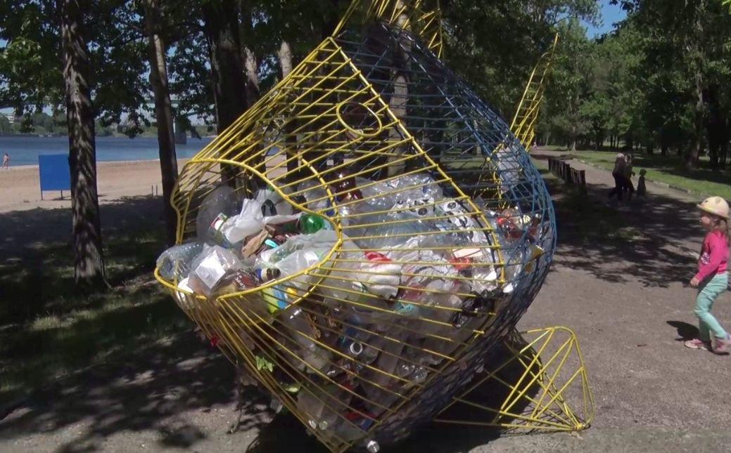 Ярославские волонтеры и экоактивисты в День защиты окружающей среды прибрали Тверицкую набережную