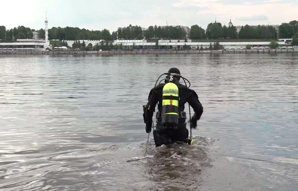 Тверицкий пляж в Ярославле в преддверии купального сезона чистили водолазы
