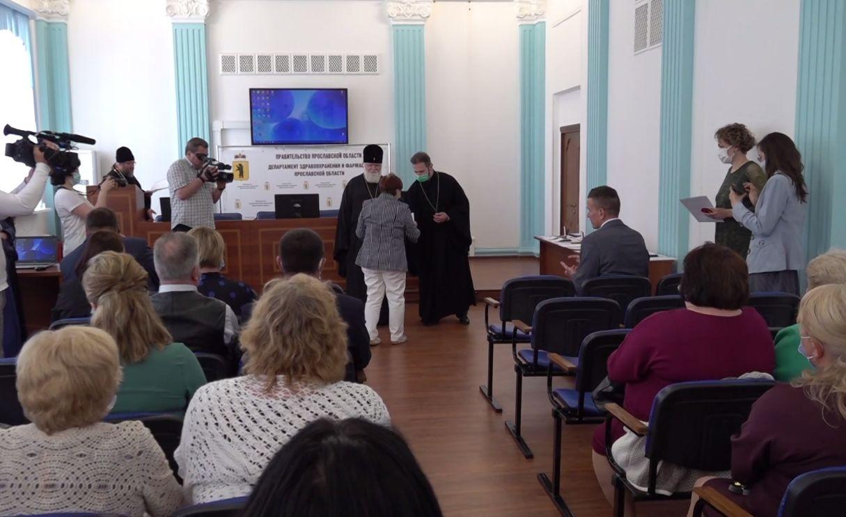 В Ярославле наградили лучших медицинских работников за борьбу с коронавирусом