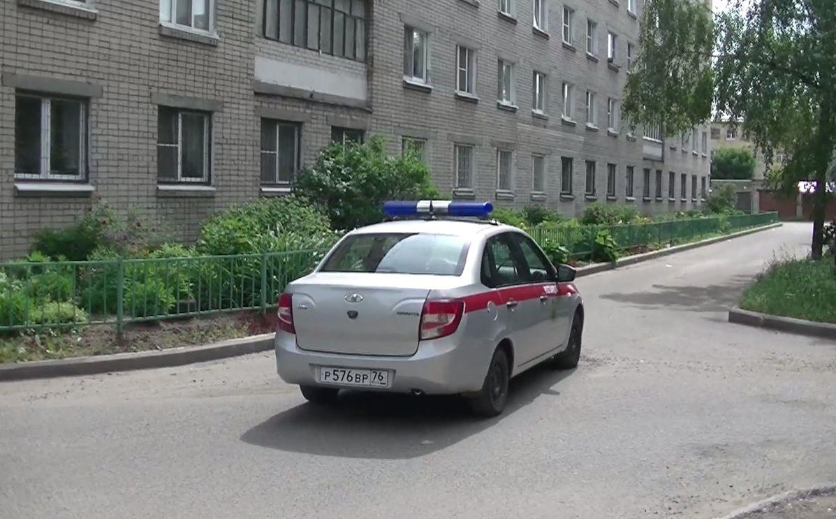 В Ярославле спасли трехлетнего ребенка, который мог выпасть с пятого этажа