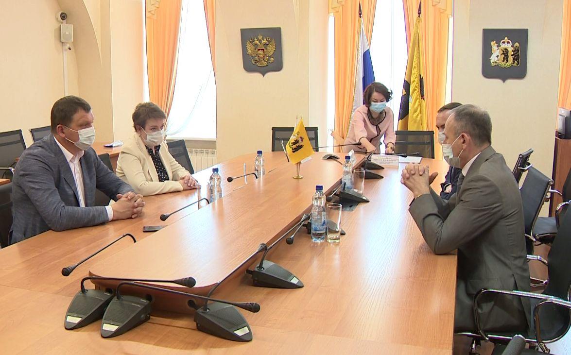 Яроблдума и региональная Общественная палата подписали договор о сотрудничестве