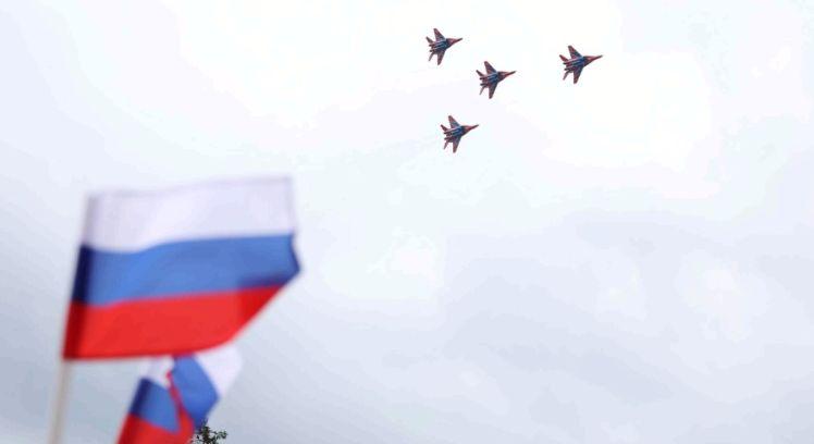 В небе над Переславлем выступила авиационная группа «Стрижи»