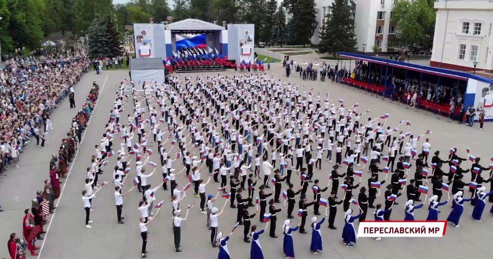Крестный ход, 800-голосый хор, визит полпреда президента: в Переславле отметили 800-летие со дня рождения Александра Невского