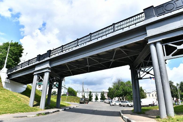 В центре Ярославля разберут мост на Которосльной набережной