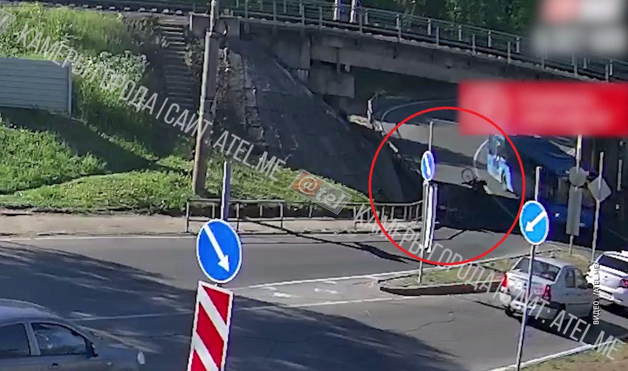 В сети появилось видео с участием двух велосипедистов под железнодорожным мостом в Рыбинске