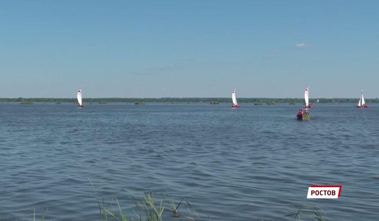 Представители разных регионов участвуют в соревнованиях по парусному спорту в Ярославской области
