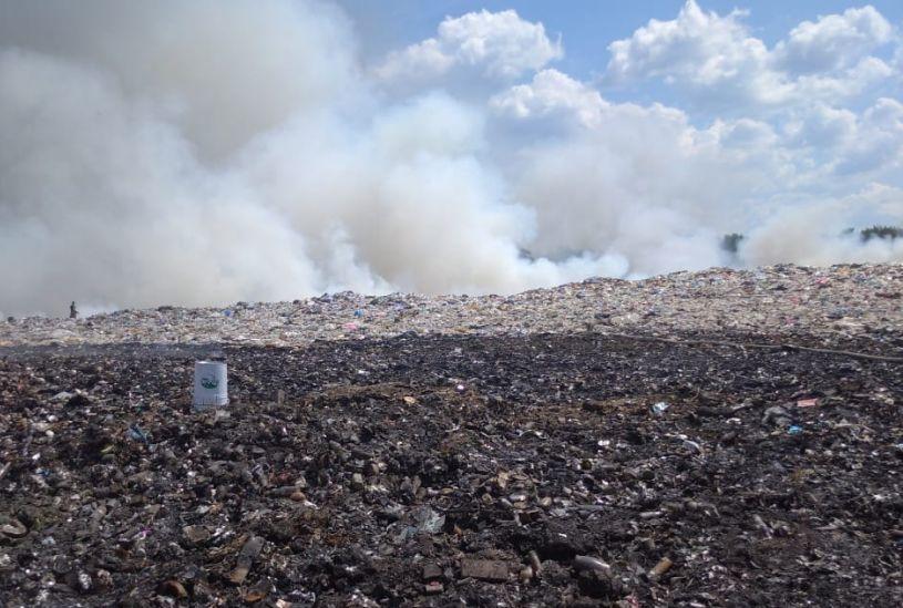 Возгорание на мусорном полигоне в Ярославской области локализовали