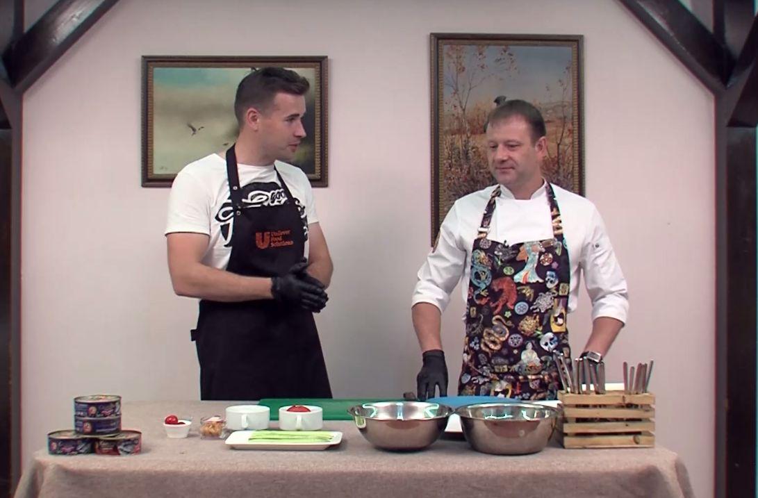 Утреннее шоу «Овсянка» от 21.06.21: рецепт холодной закуски из сельди и овощей