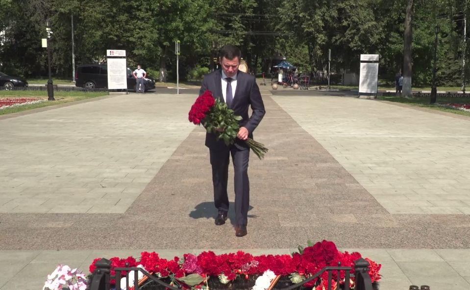 Дмитрий Миронов принял участие в мероприятиях в День памяти и скорби