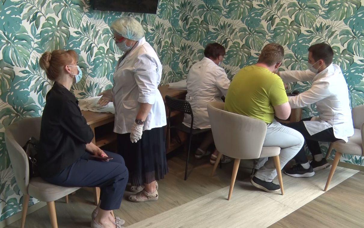 В Ярославле прививки от коронавируса делали в одном из кафе