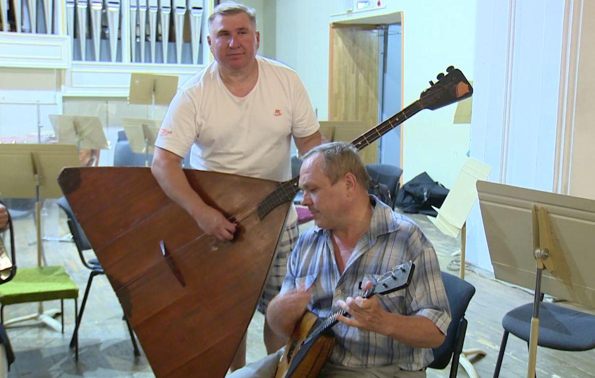 Играют и классику, и рок: ярославские балалаечники завоевали международное признание
