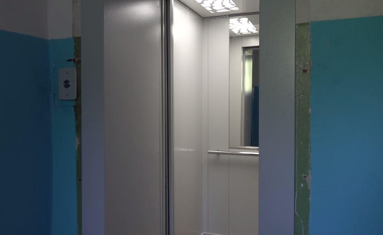 В доме за Волгой в Ярославле впервые за 40 лет заменили лифт