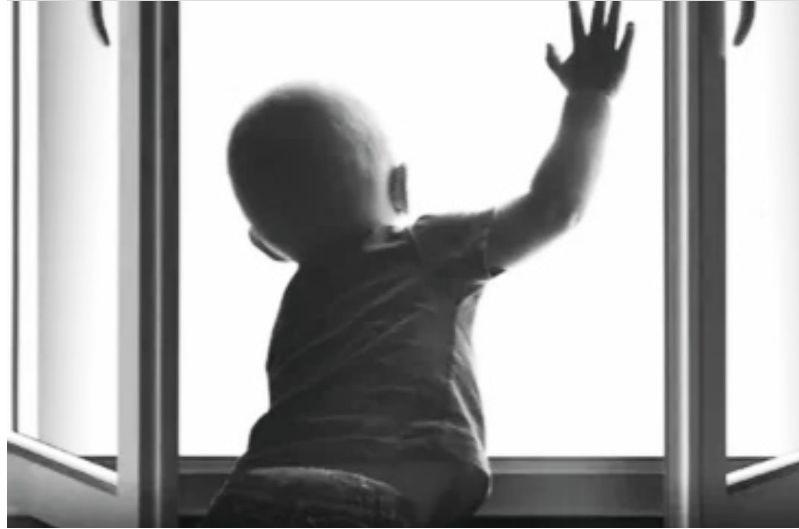В Ярославле из окна выпал годовалый ребенок