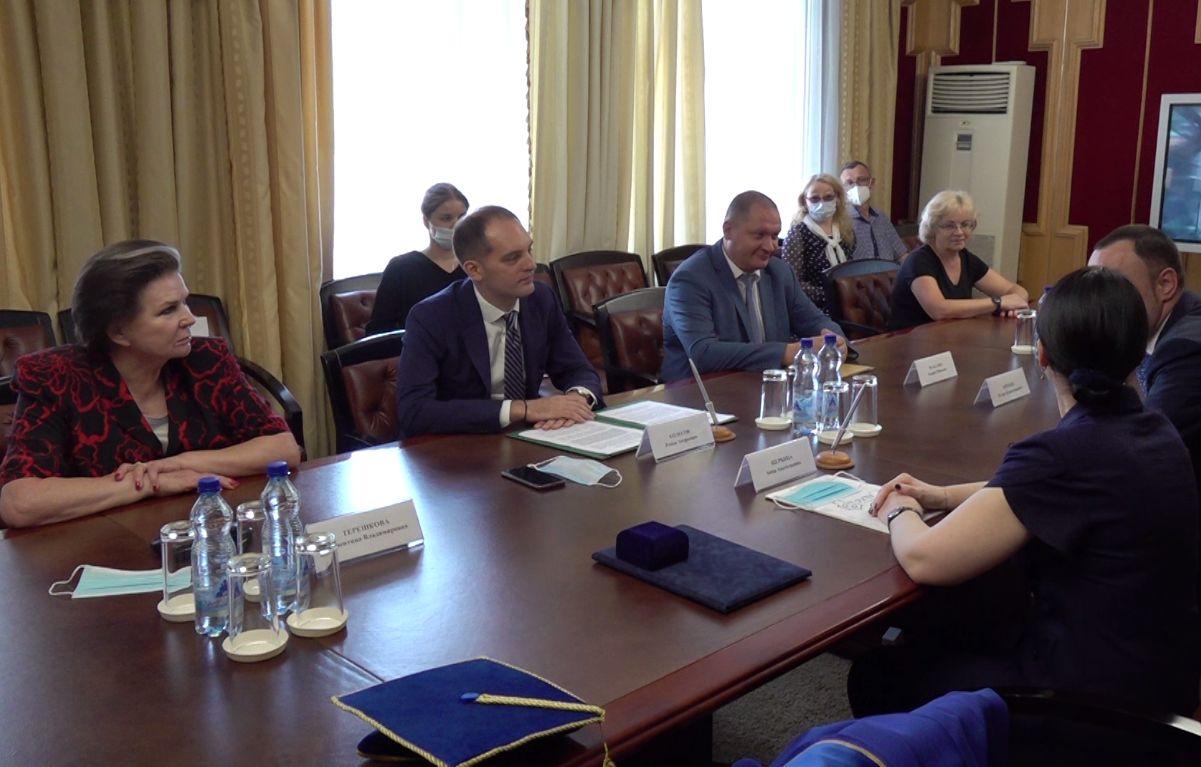 На базе школы имени Терешковой в Ярославле откроют «Менделеевский класс»