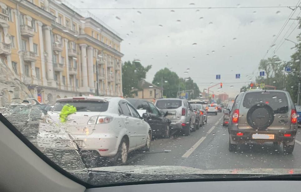 На Московском проспекте в Ярославле столкнулись пять автомобилей