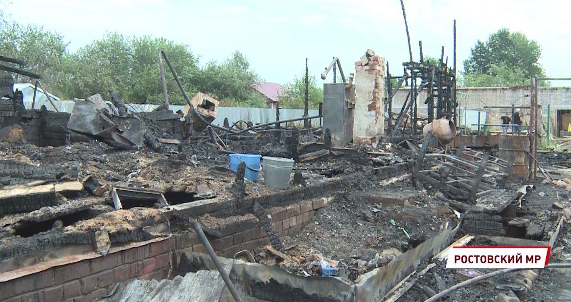 «В кухне было разбито окно»: хозяева сгоревших музеев в Ярославской области рассказали о пожаре