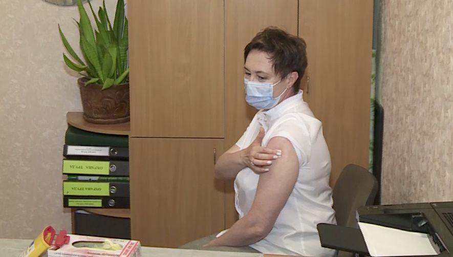 Пять тысяч педагогов в Ярославской области сделали прививку от коронавируса