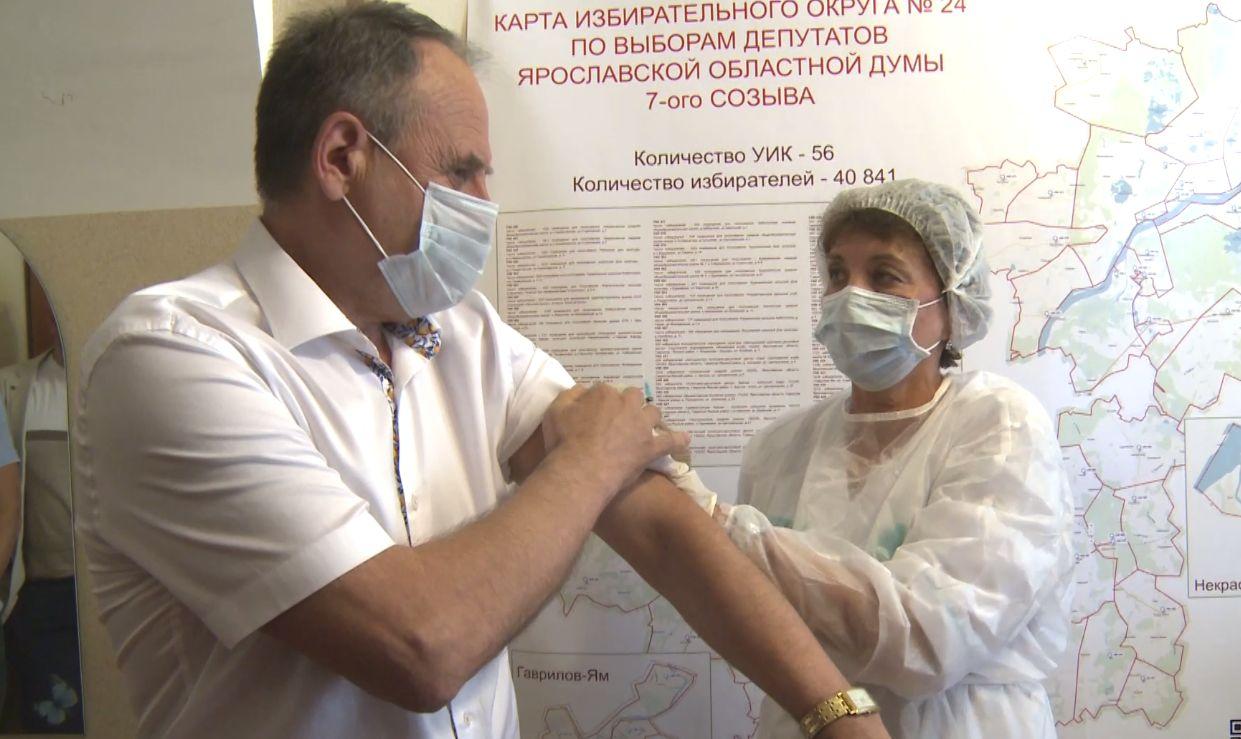 Председатель Ярославской областной Думы сделал прививку от коронавируса