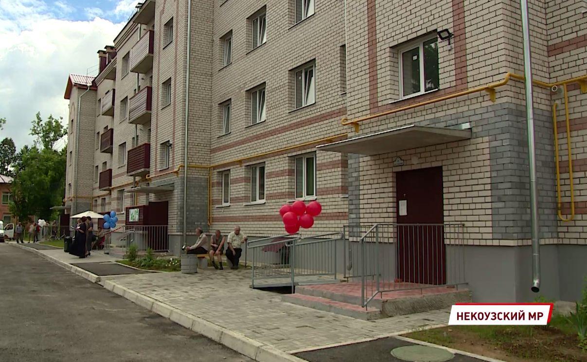 25 семей в поселке Борок Ярославской области получили ключи от новых квартир