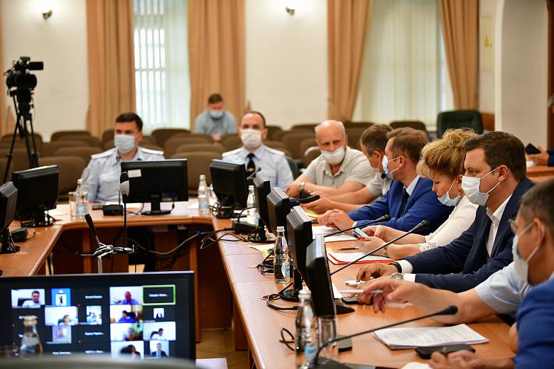 Власти Ярославля расторгли контракт с подрядчиком, сорвавшим сроки ремонта двух десятков дворов