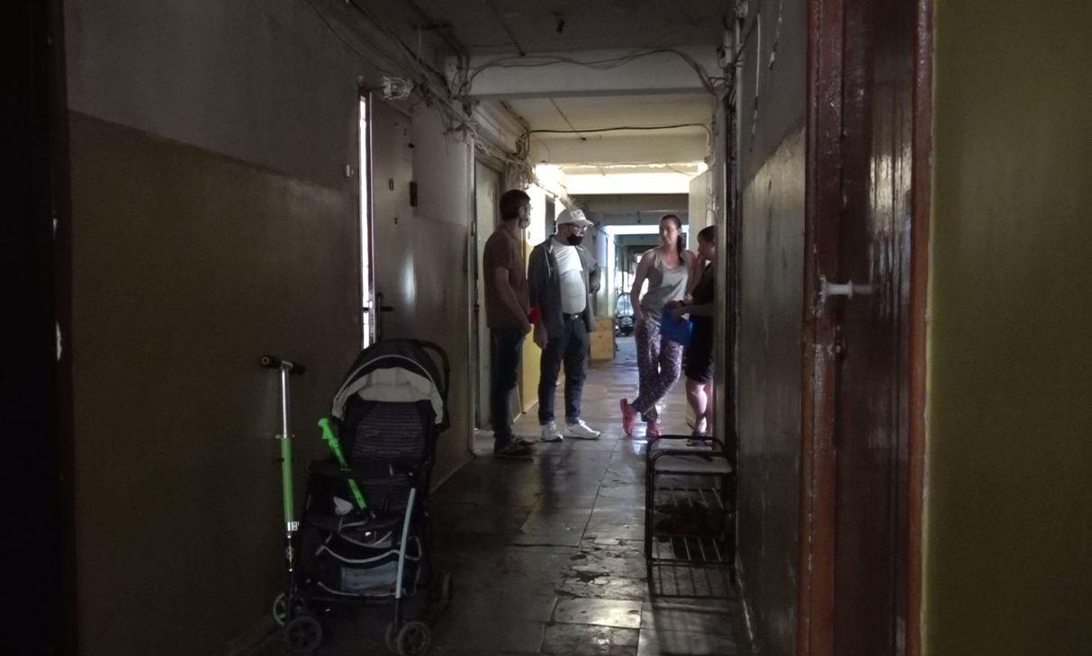В доме на Пятерке в Ярославле из-за засора канализации затопило несколько этажей