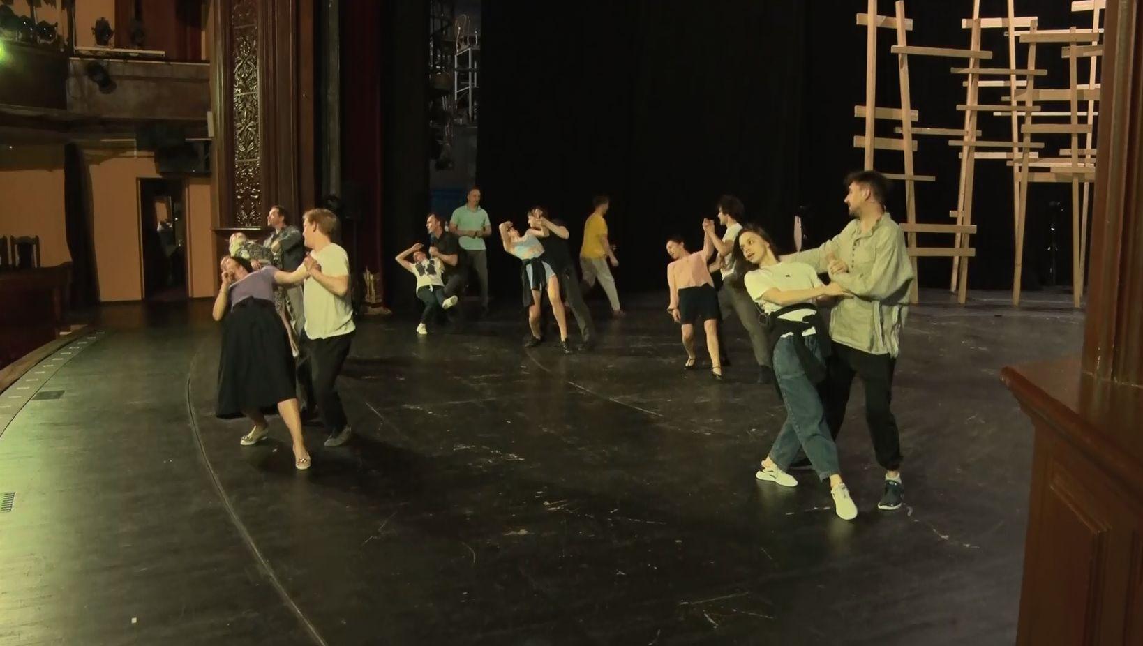 Руководство Волковского театра: мы привились, чтобы не подводить нашего зрителя