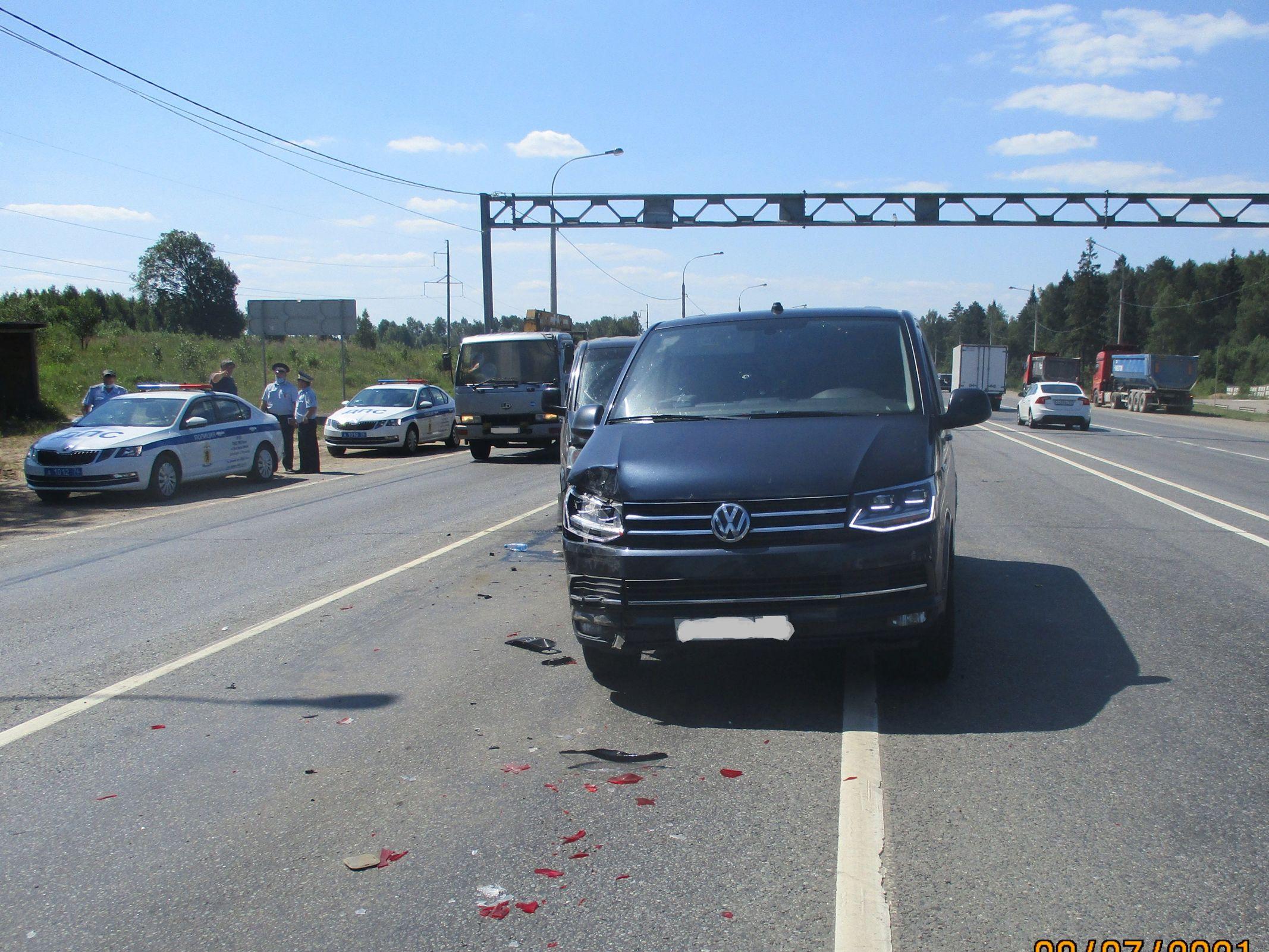 На трассе в Ярославской области в ДТП с микроавтобусами пострадали пять человек: госпитализирован ребенок